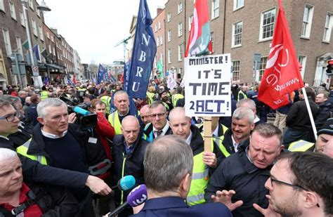 Poll: Do you support the secondary picketing in the Bus